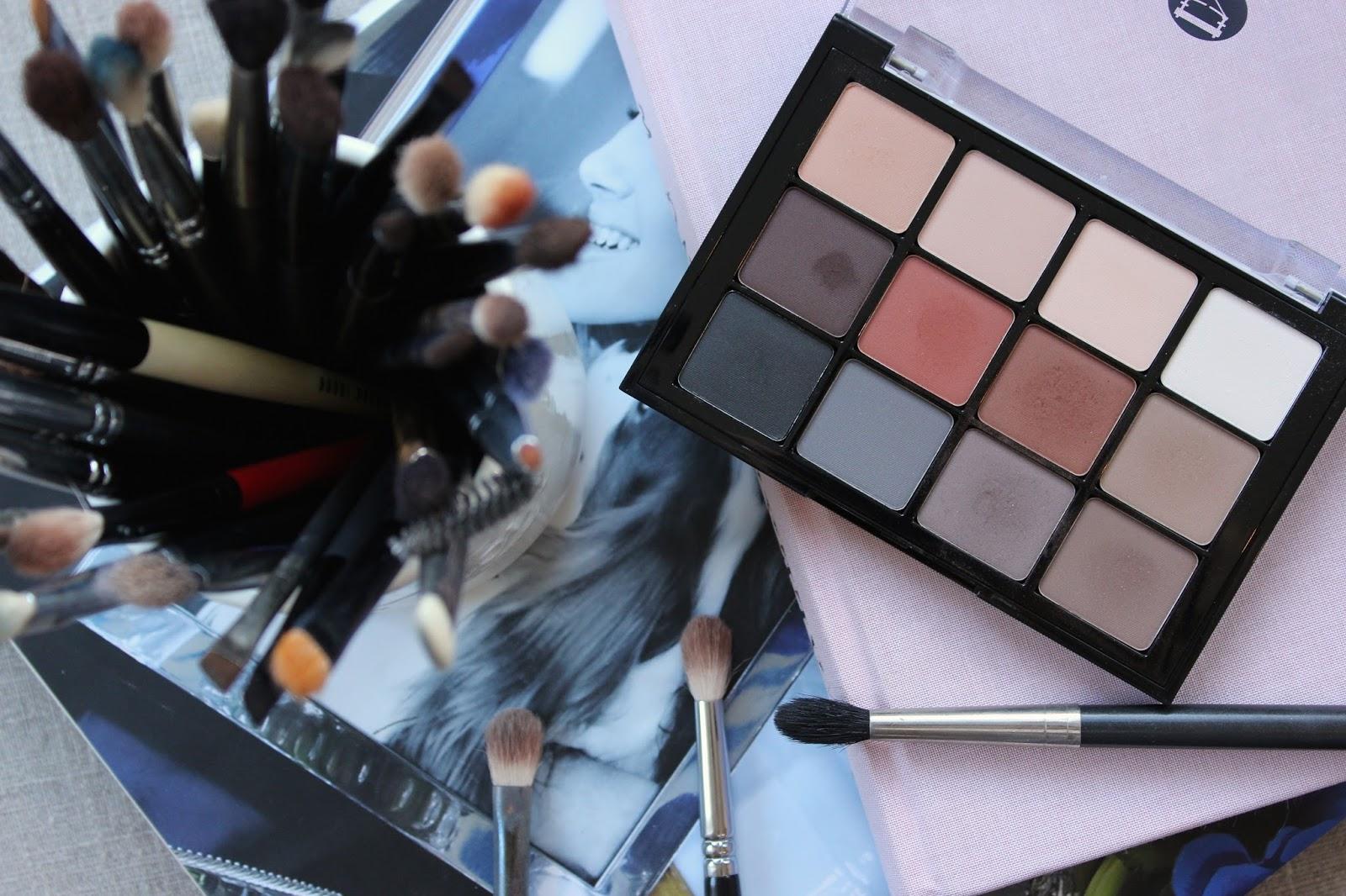 「01 Neutral Mattes Eyeshadow Palette 24g」的圖片搜尋結果