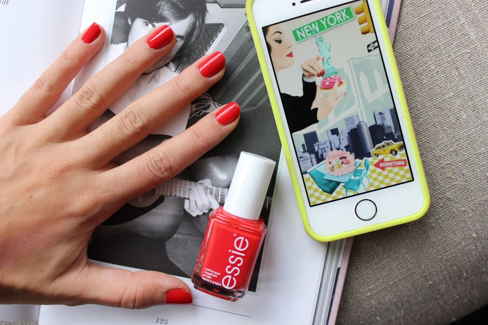 "ESSIE ""FIFTH AVENUE"" – Lily Pebbles"