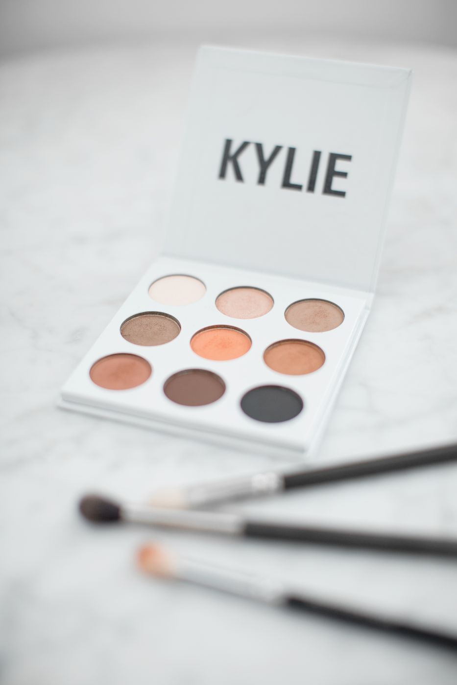 lily-pebbles-kylie-cosmetics-eye-shadow-palette-october-2016-3